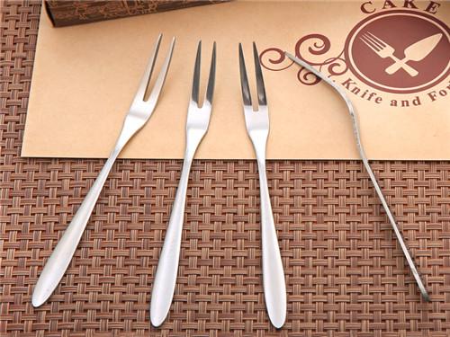 乌鲁木齐不锈钢餐具-蛋糕切刀厂家-一次性配送餐具厂家