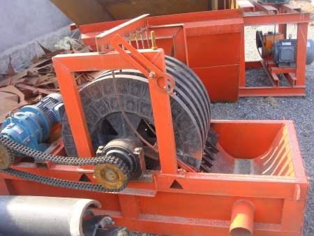 平板磁選機廠家-鐵礦干式磁選機安裝-滾筒式磁選機加工