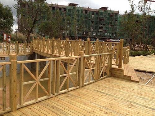 宝鸡防腐木栏杆厂家-哪儿有卖价格适中的防腐木栏杆