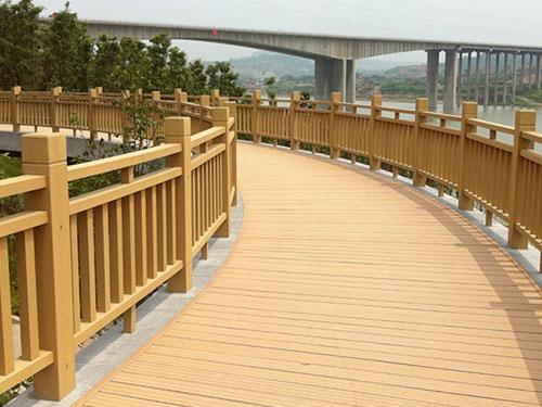 陕西防腐木围栏生产厂家|西安优惠的防腐木围栏