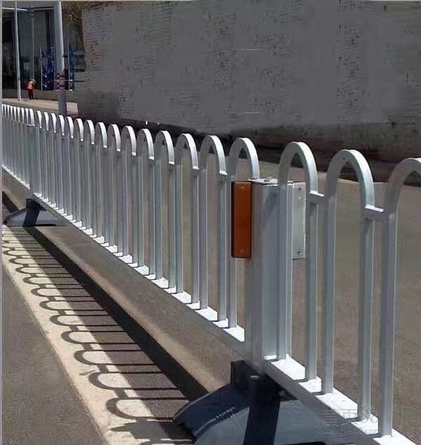 道路护栏公司-潍坊品质好的防撞护栏哪里有供应