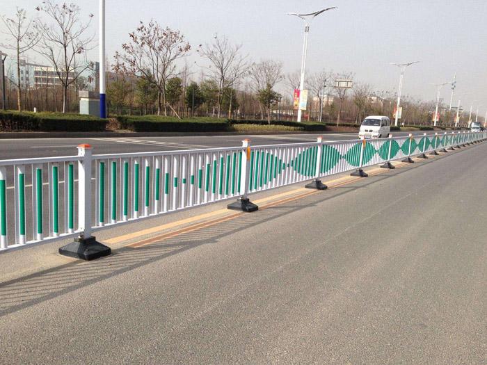 城市道路护栏生产-中心隔离栏公司-中心隔离栏批发