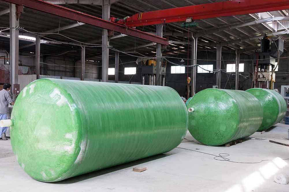 玻璃钢化粪池2.5方的多少钱-成品玻璃钢化粪池安装