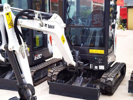 E27z挖掘机多少钱一台-四川山猫小型挖掘机配件