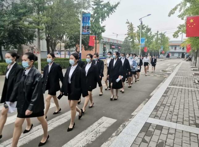 【华东航空】学生面试风采,自信走向成功