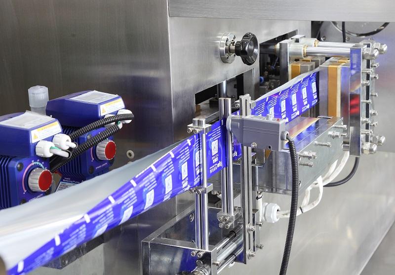 湿巾纸包装机-四边封湿巾包装机厂家推荐-湿巾包装设备厂家推荐