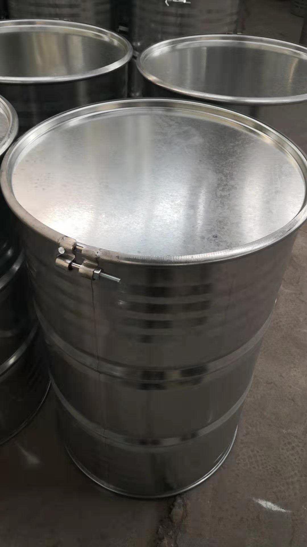 180公斤铁桶