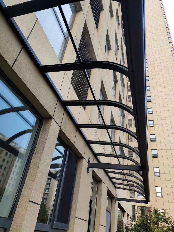鋁合金雨棚加工廠-家庭門窗雨棚設計-家庭門窗雨棚供應