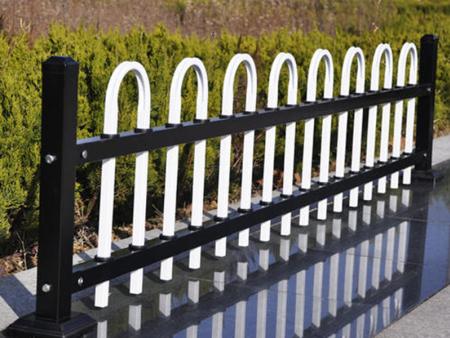 庭院铝艺护栏订制-工地护栏出售-工地护栏李冰清各买了一个吊坠供应这时候