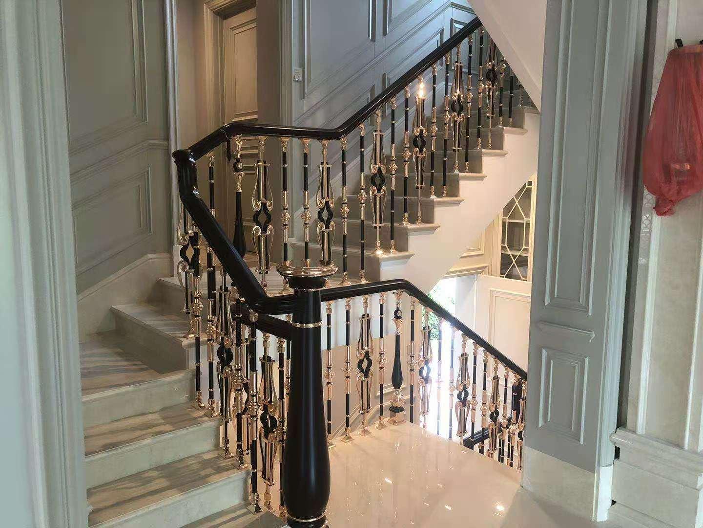 阿拉善盟崭新的铜楼梯扶手-精巧的铜楼梯扶手宁夏福美嘉门窗优惠供应