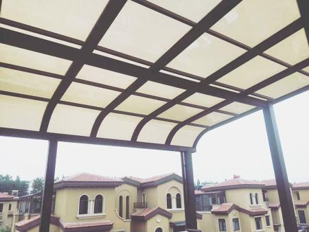 彎弧雨棚供應-青州遮陽雨棚-壽光遮陽雨棚