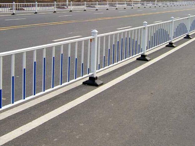 格尔木交通护栏生产厂家_高质量的青海锌钢护栏推荐