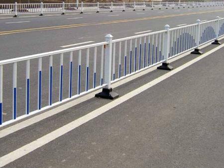 西宁市政护栏-公路防撞护栏的种类有哪些呢
