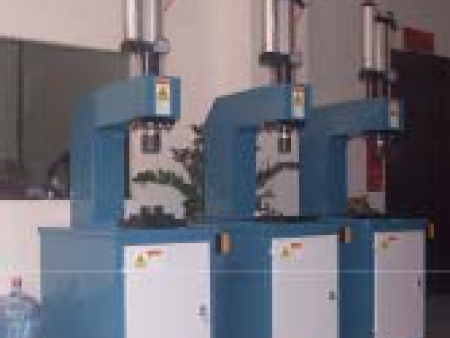 气动装配液压�站