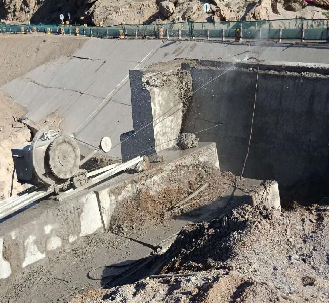 新疆�媲帕呵懈畈鸪�-克拉玛依桥梁切割施工团〓队