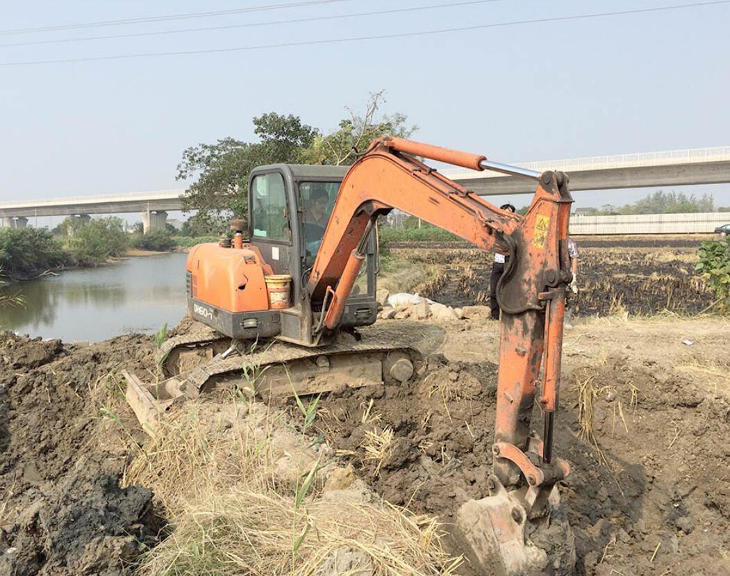 挖掘机难学吗-新乡挖土机培训班-新乡挖土机专业培训班