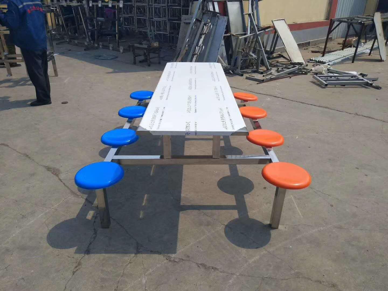ri照市yuan工饭堂餐桌设计