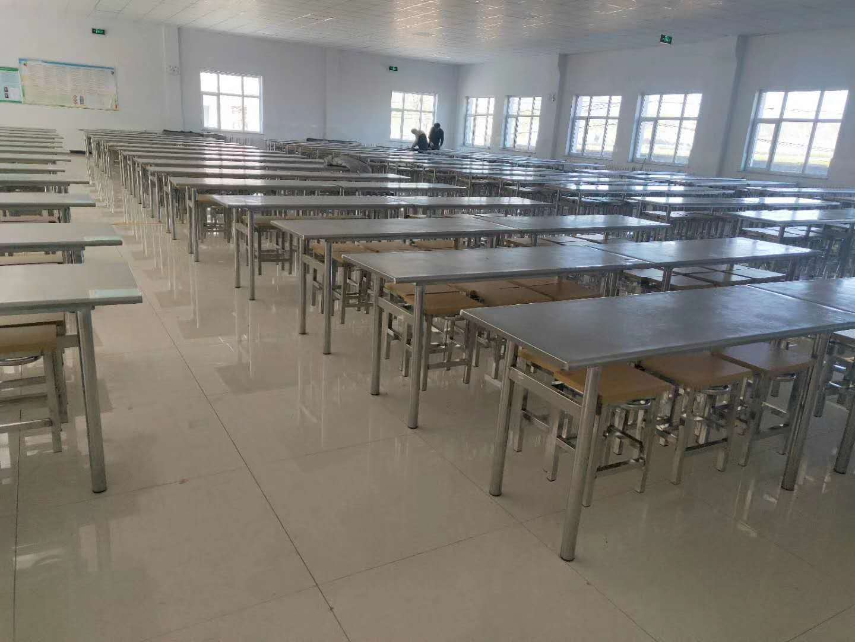 学校餐桌椅