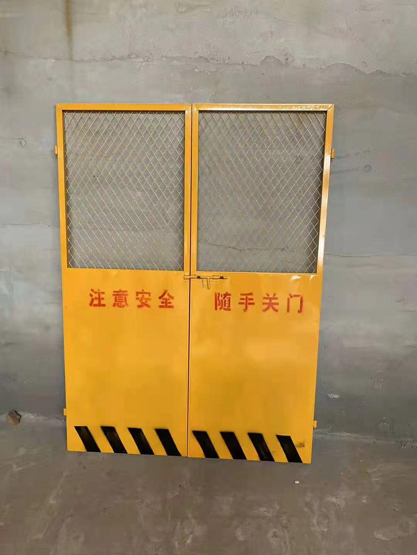 玉门电梯井口防护门-甘肃鑫龙昌彩钢钢结构厂家