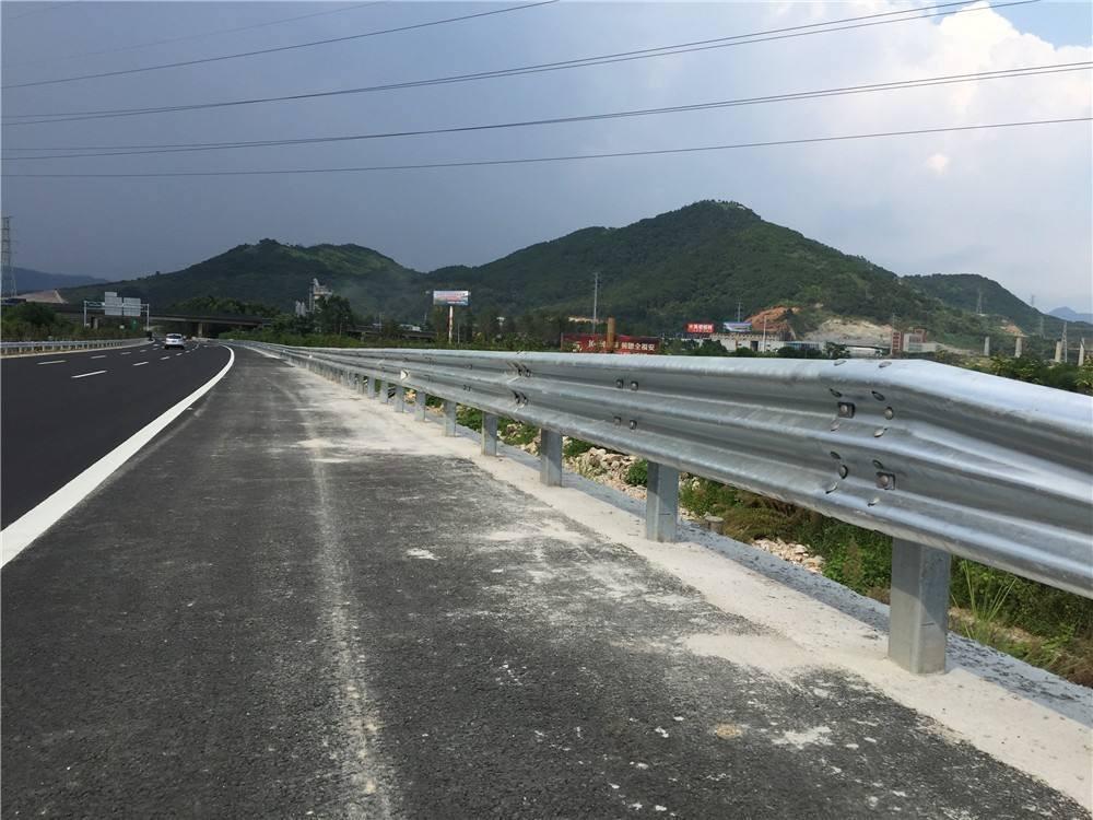 崇左护栏厂家|选质量好的广西高速公路护栏,就到广西迪生照明工程