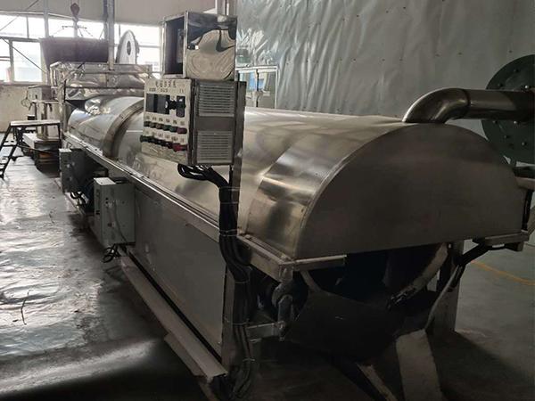 遼寧水洗芝麻炒貨機流水線生產廠家,電磁芝麻炒貨機流水線價格