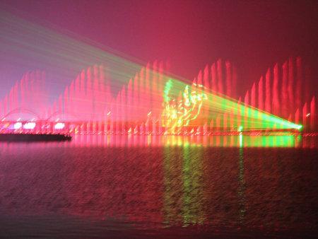 驻马店升降式漂浮喷泉多少钱,湖中升降式漂浮喷泉效果