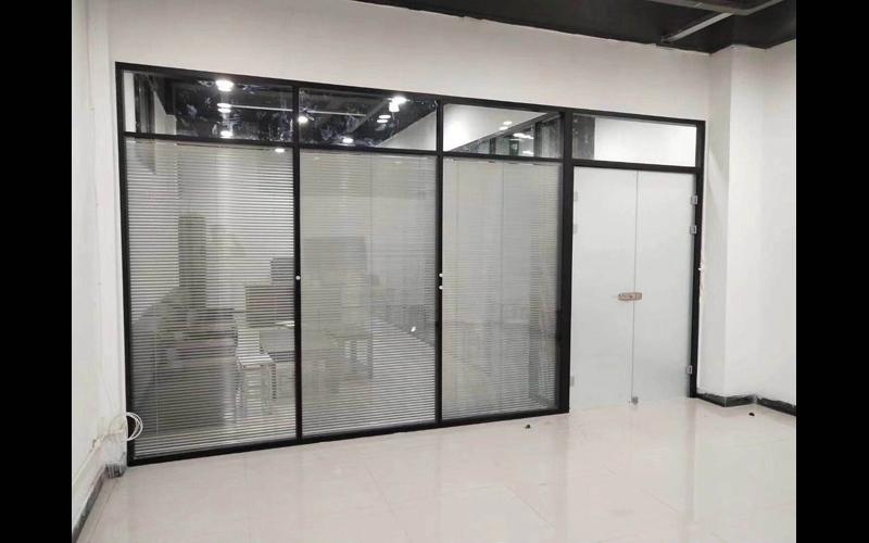 平涼辦公玻璃隔斷哪里有,玻璃隔斷辦公室尺寸