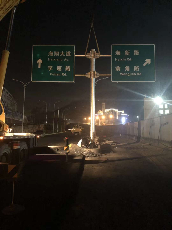 万路交通提供优良交通护栏-交通标志值得信赖