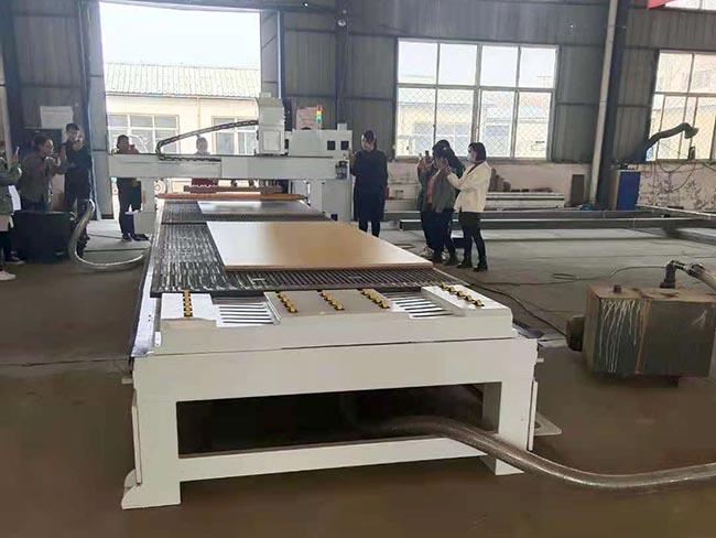 選購雙工位直排加工中心_智聯恒興機械提供好用的數控側孔機