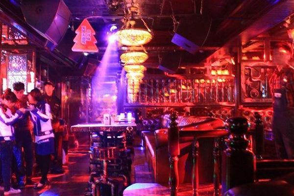 服务员在酒吧上班怎么样