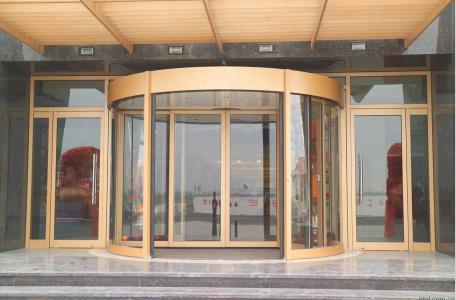 仿銅拉絲旋轉門——自動與手動的區別|行業資訊-臨朐縣AG亚游集团門窗廠