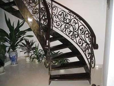 兰州博艺鑫金属装饰供应专业的铁艺楼梯——海南铁艺楼梯定做