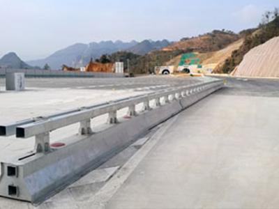 可移动护栏多少钱,口碑好的施工区可移动护栏供应商当属华夏交通科技